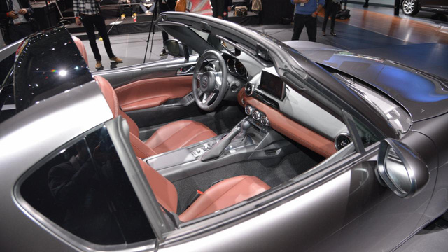Trái tim của Mazda MX-5 RF vẫn là khối động cơ xăng SkyActiv-G 1,5 và 2.0 lít. Tuy nhiên, tại thị trường Mỹ, Mazda MX-5 RF chỉ có phiên bản sử dụng động cơ 2.0 lít. Hai động cơ này kết hợp với hộp số sàn 6 cấp tiêu chuẩn và tự động 6 cấp tùy chọn.