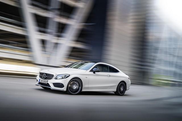 Mẫu xe hạng sang Mercedes-AMG C43 Coupe đã được công bố hình ảnh và thông tin trước thềm triển lãm Geneva 2016.