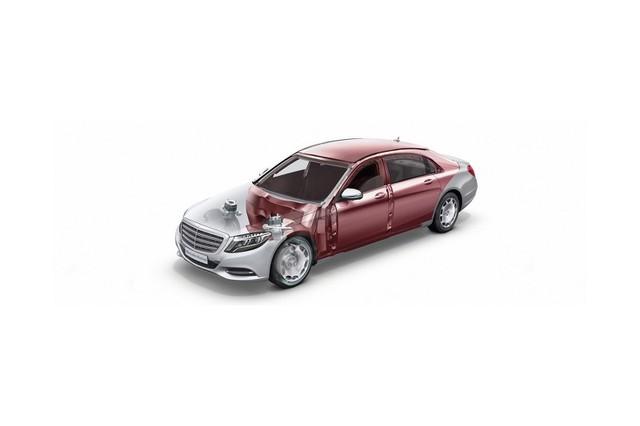 Để đạt khả năng chống đạn VR10, Mercedes-Maybach S600 Guard được trang bị các chi tiết bằng vật chất tổng hợp bắt lửa chậm Aramit và PE. Bên cạnh đó là cửa sổ được phủ bằng nhựa PC để tăng cường khả năng bảo vệ người ngồi bên trong. Dù có nhiều lớp nhưng cửa sổ vẫn cung cấp tầm nhìn tốt cho người ngồi bên trong. Thậm chí, cửa sổ còn chịu được sự công phá của các thiết bị nổ.