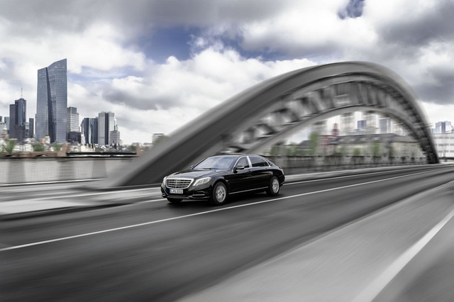 Với khả năng chống đạn VR10, Mercedes-Maybach S600 Guard chính là mẫu xe du lịch an toàn nhất trên thị trường hiện nay. Mercedes-Maybach S600 Guard có thể chịu được sức công phá của những viên đạn lõi thép cứng của súng trường.