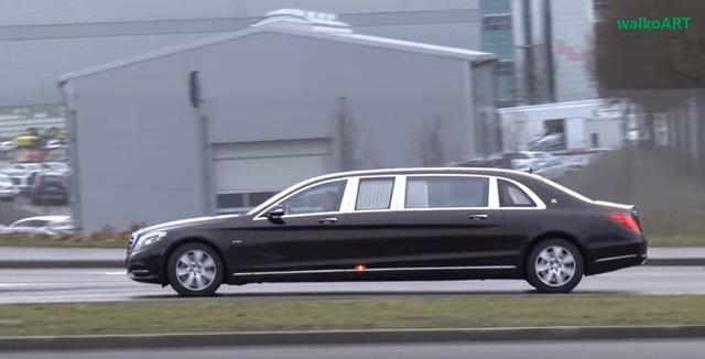 Mercedes-Maybach S600 Pullman khi chạy một mình...