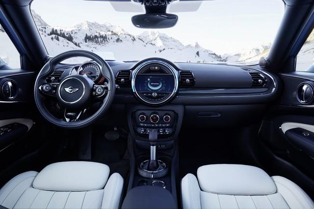 Thứ hai Mini Clubman ALL4 S với động cơ 4 xy-lanh TwinPower Turbo, dung tích 2.0 lít, sản sinh công suất tối đa 189 mã lực và mô-men xoắn cực đại 207 lb-ft. Hộp số của Mini Clubman ALL4 S cũng giống với bản trang bị tiêu chuẩn. Khi sử dụng hộp số tự động 8 cấp, Mini Clubman ALL4 S có thể tăng tốc từ 0-96 km/h trong 6,6 giây và đạt vận tốc tối đa 225 km/h.