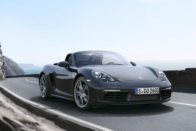 Dù nhanh và mạnh hơn, Porsche 718 Boxster mới lại giảm 13% lượng nhiên liệu tiêu thụ trung bình.