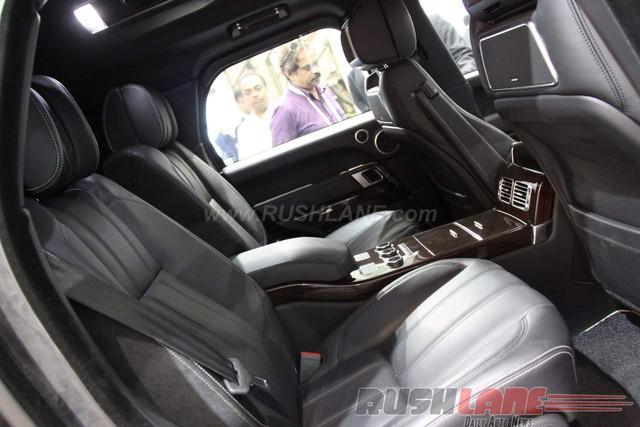 Theo hãng Land Rover, Range Rover Sentinel sẽ chủ yếu nhắm đến các thị trường xuất khẩu hoặc chế tạo theo đơn đặt hàng đặc biệt. Giá bán của Range Rover Sentinel khởi điểm từ 400.000 Euro, tương đương 10,1 tỷ Đồng, chưa bao gồm thuế.