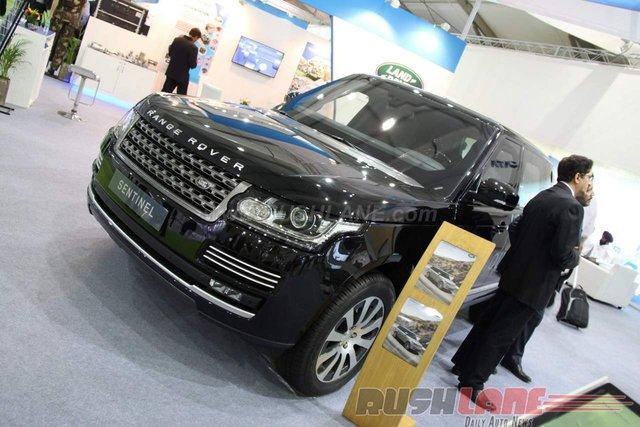 Range Rover Sentinel là mẫu xe bọc thép chống đạn từng lần đầu tiên trình làng trong triển lãm Quốc phòng và Trang thiết bị An ninh (DSEI) tại Anh diễn ra vào năm ngoái. Mới đây, Range Rover Sentinel đã bất ngờ được trưng bày trong triển lãm Defexpo India 2016 ở Ấn Độ.