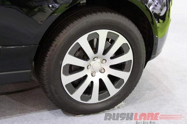 Những điểm đặc biệt khác của Range Rover Sentinel bao gồm ống xả chống can thiệp, bình nhiên liệu tự liền, ắc-quy thứ cấp dự phòng, hệ thống sạc riêng và lốp run-flat giúp xe tiếp tục chạy ngay cả khi lốp bị thủng.