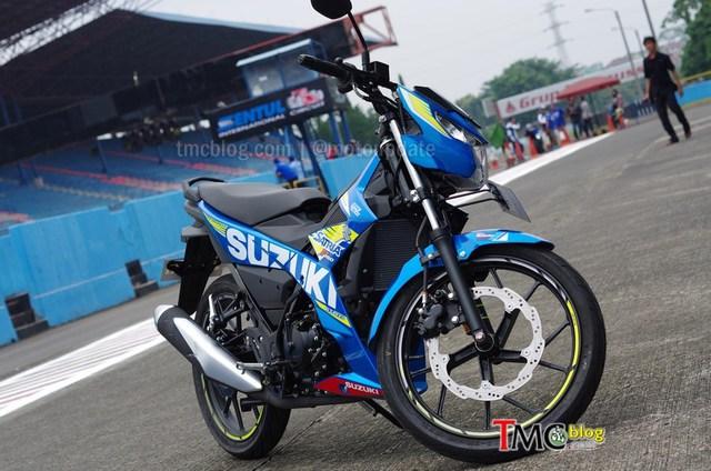 Động cơ cho phép Suzuki Raider 150 FI đạt vận tốc tối đa 142 km/h và hoàn thành quãng đường 100 m từ vị trí đứng yên trong 6,9 giây.