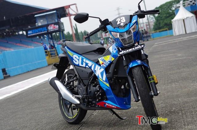 Tại thị trường Indonesia, Suzuki Raider 150 FI có 2 phiên bản là tiêu chuẩn và thể thao. Phiên bản tiêu chuẩn có 3 màu là đen, trắng và đỏ-đen. Trong khi đó, phiên bản thể thao có 2 màu riêng là đen-đỏ với vành đúc và xanh dương theo phong cách xe đua MotoGP của Suzuki.