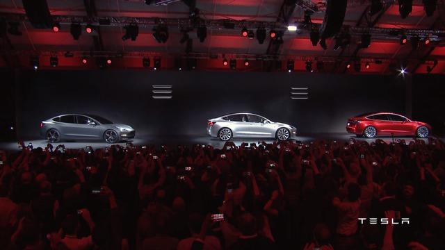 Sau một thời gian dài để người hâm mộ chờ đợi, cuối cùng hãng Tesla cũng chính thức trình làng mẫu sedan chạy điện giá mềm hoàn toàn mới mang tên Model 3. Đây là mẫu xe thứ 4 của nhãn hiệu chuyên về xe điện nổi tiếng Tesla, sau Roadster, Model S và Model X.
