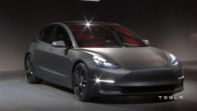 Theo hãng Tesla, Model 3 sẽ chính thức được bày bán trên thị trường vào cuối năm 2017 với giá khởi điểm 35.000 USD.