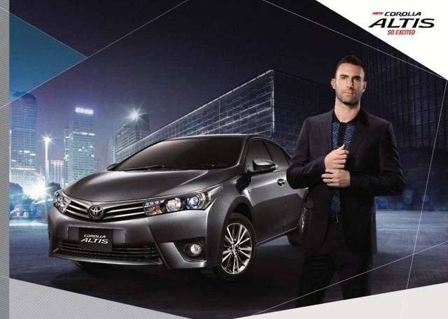 Về thiết kế, Toyota Corolla Altis 2016 tại thị trường Thái Lan nhìn chung không thay đổi nhiều so với trước. Hãng Toyota chỉ bổ sung đèn pha projector dạng LED với dải đèn định vị ban ngày DRL và gương ngoại thất gập tự động cho Corolla Altis 2016.