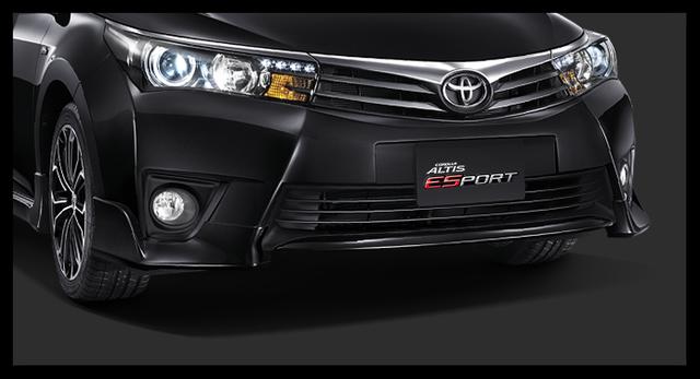 Phần lớn các phiên bản của Toyota Corolla Altis 2016 tại Thái Lan đều sử dụng hộp số biến thiên vô cấp CVT-i. Chỉ riêng bản trang bị tiêu chuẩn là đi kèm động cơ 1,6 lít và hộp số sàn 5 cấp.