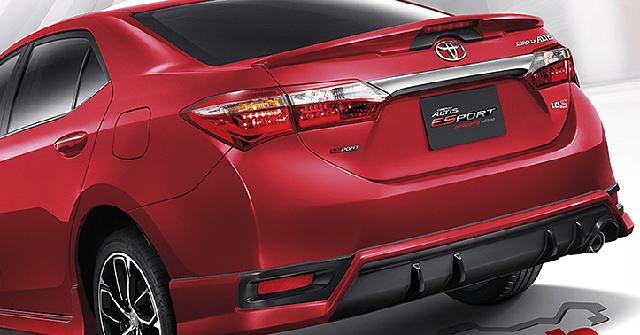 Sức mạnh của động cơ 1,8 lít là 141 mã lực tại vòng tua máy 6.000 vòng/phút và 177 Nm tại vòng tua máy 4.000 vòng/phút. Động cơ cũng có thể chạy bằng nhiên liệu sinh học như máy xăng 1,6 lít kể trên. Động cơ 1,8 lít được dùng cho cả hai phiên bản đặc biệt của Toyota Corolla Altis.