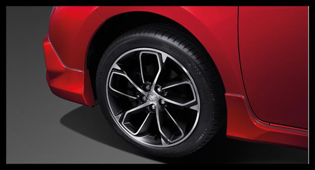 Riêng Toyota Corolla Altis ESport Nurburgring Edition được bổ sung bộ body kit mới bao gồm la-zăng thể thao 17 inch và logo Nurburgring Edition. So với phiên bản ESport, Toyota Corolla Altis ESport Nurburgring Edition không hầm hố bằng nhưng mềm mại hơn.