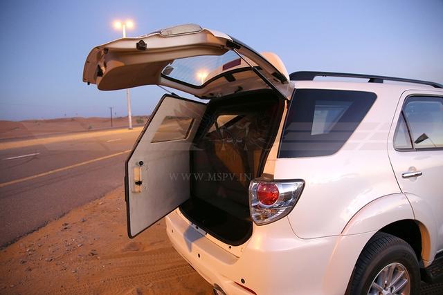 Ngoài ra, Toyota Fortuner bọc thép còn có trọng tải 900 kg. Khi chở hết trọng tải, Toyota Fortuner chống đạn nặng 4,6 tấn. Với trọng lượng này, Toyota Fortuner chống đạn rõ ràng cần hệ thống treo cứng hơn.