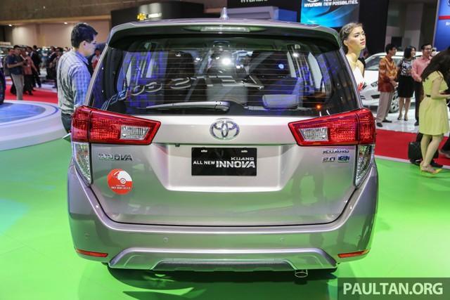 Tại thị trường Indonesia, mẫu xe MPV bán chạy của Toyota được gọi bằng cái tên Kijang Innova. Nổi bật trong những chiếc Toyota Innova thế hệ mới trưng bày trong triển lãm IIMS năm nay là bản Q cao cấp nhất với 6 chỗ ngồi.