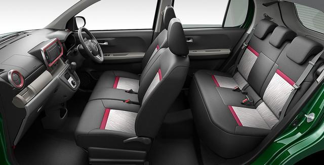 Các tính năng an toàn của Toyota Passo bao gồm cảnh báo va chạm sớm, hỗ trợ phanh tránh va chạm, cánh báo lệch làn đường và cảnh báo phương tiện phía trước bắt đầu lăn bánh.