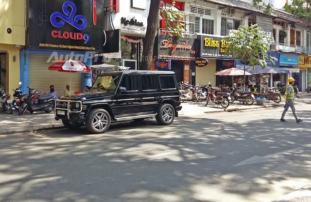 Vài năm trước, nữ đại gia Bình Định, Dương Thị Bạch Diệp từng rất nổi tiếng với biển tứ quý 7 trên chiếc xe triệu đô Rolls-Royce Phantom chính hãng đầu tiên tại thị trường Việt Nam. Biển số 77L-7777 khi đó được giới chơi biển nhận định độc, lạ và đẳng cấp nhất Việt Nam.