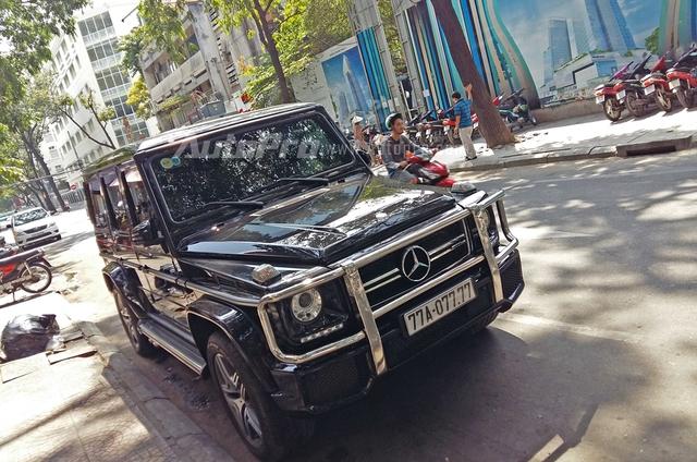 Xuất hiện trên phố Sài thành vào sáng qua, chiếc Mercedes-Benz G63 AMG mang biển kiểm soát Bình Định gây choáng với biển tứ quý 7 đẹp mắt.