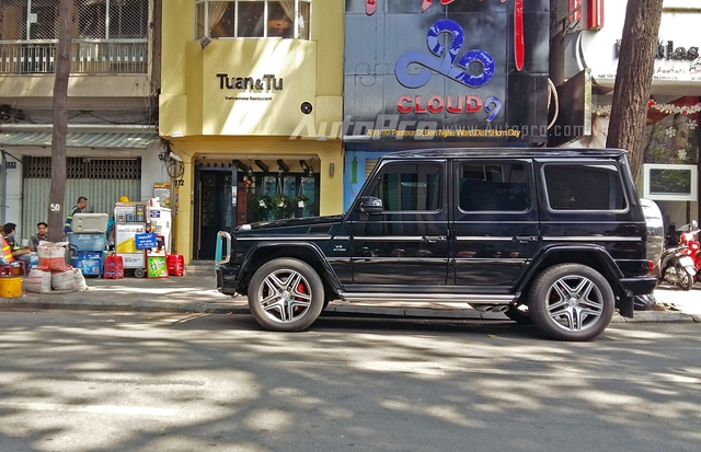 Vì thế, chiếc Mercedes-Benz G63 AMG xuất hiện với biển số tứ quý 7 tương tự Rolls-Royce Phantom của nữ đại gia bất động sản khi xưa khiến nhiều người thích thú. Tại Việt Nam, những chiếc Mercedes-Benz G63 AMG luôn được chủ nhân ưu ái cho đeo biển khủng.