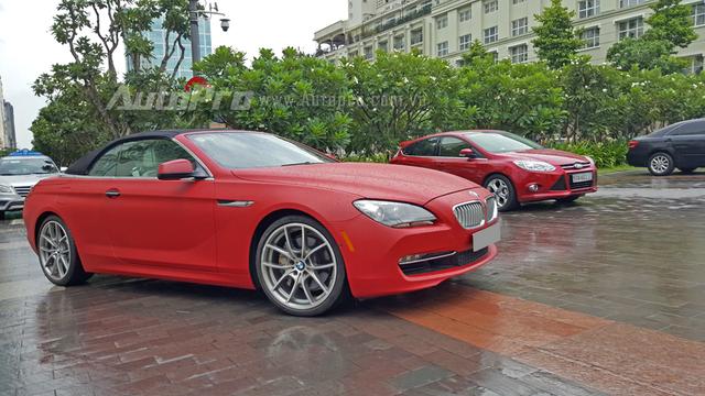 Ngoài 650i mui trần, trong garage của Phan Thành còn có hai chiếc BMW khác là i8 và 730 Li 2016, ngoài ra là các dòng siêu xe như Ferrari F12 Berlinetta, 488 GTB, Lamborghini Huracan LP610-4, Bentley Continental GT Speed, cùng nhiều chiếc SUV như Lexus LX570, Range Rover Autobiography.