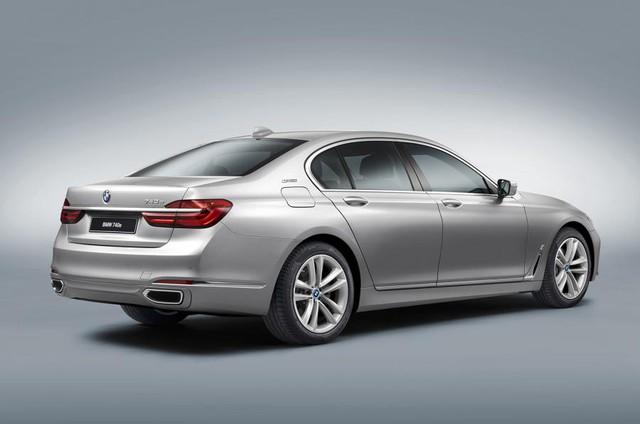 Bên cạnh phiên bản thông thường, BMW 740e iPerformance cũng có cả phiên bản trục cơ sở dài với tên gọi BMW 740Le iPerformance, trong đó chữ L ám chỉ phần trục cơ sở được kéo dài (Long wheelbase).