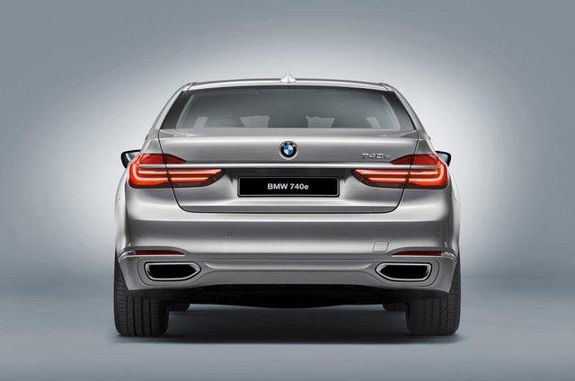Chưa có thông tin chính thức về giá bán của BMW 740e iPerformance, nhưng có thể thấy, với công nghệ tân tiến được trang bị, chiếc xe hybrid hiệu suất cao sẽ có mức giá không hề rẻ.