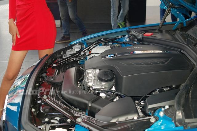 Theo BMW, M2 được trang bị động cơ 6 xy-lanh, tăng áp kép, dung tích 3.0 lít, sản sinh công suất cực đại 365 mã lực tại vòng tua máy 6.500 vòng/phút, mô-men xoắn cực đại 465 Nm tại vòng tua máy từ 1.400 đến 5.560 vòng/phút.