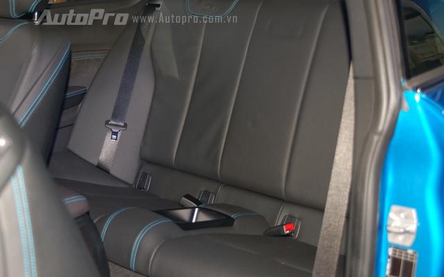 M2 Coupe có thêm 2 hàng ghế phía sau, tuy nhiên không gian ngồi khá chật hẹp và chỉ phù hợp cho trẻ em.