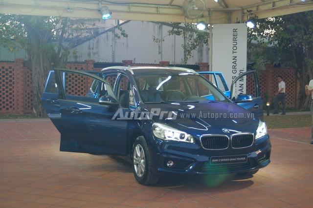 Vào chiều nay, ngày 2/4/2016, BMW 218i Gran Tourer đã chính thức ra mắt khách hàng Việt tại Sài thành. Như vậy, sau phiên bản Active Tourer 5 chỗ với giá bán 1,368 tỷ Đồng, hãng xe Đức còn giới thiệu thêm phiên bản Grand Tourer 7 chỗ cho các khách hàng Việt lựa chọn với mức giá 1,498 tỷ Đồng.