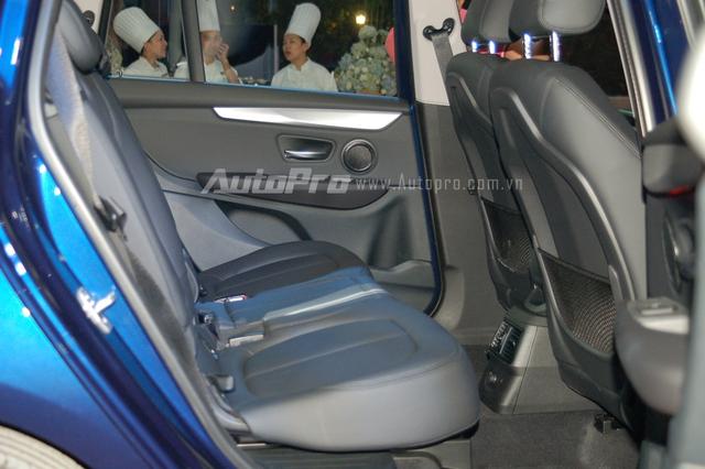 Theo BMW, 218i Gran Tourer có lượng tiêu thụ nhiên liệu trung bình từ 5,1 - 5,4 lít/100 km. Xe được trang bị 4 chế độ lái bao gồmEco, Comfort, Sport và Pro. 218i Gran Tourer sở hữu các trang bị an toàn như hệ thống cân bằng điện tử DSC (Dynamic Stability Control), bao gồm hệ thống chống bó cứng phanh ABS, kiểm soát lực kéo DTC, kiểm soát phanh khúc cua CBC và phanh tự động khẩn cấp.