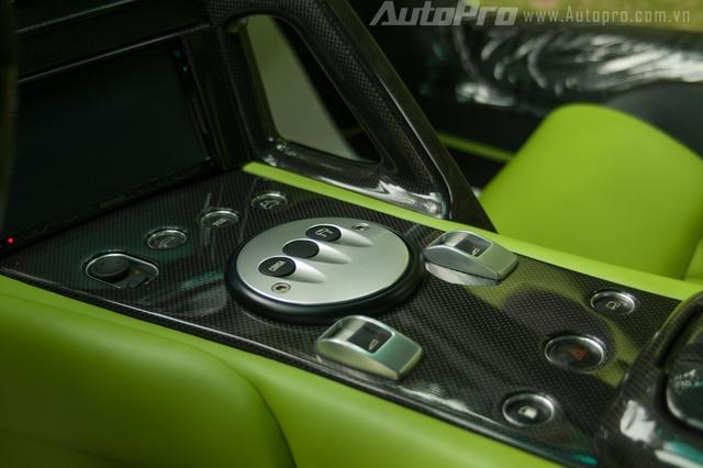 Lamborghini Murcielago LP640 trang bị động cơ V12, dung tích 6.5 lít, sản sinh công suất tối đa 631 mã lực tại vòng tua 8.000 vòng/phút, mô-men xoắn cực đại 660 Nm tại 6.000 vòng/phút. Kết hợp số 6 cấp có chức năng sang số bằng lẫy trên vô lăng, siêu xe Lamborghini Murcielago LP640 có khả năng tăng tốc 0-100 km/h trong 3 giây trước khi đạt tốc độ tối đa 340 km/h.