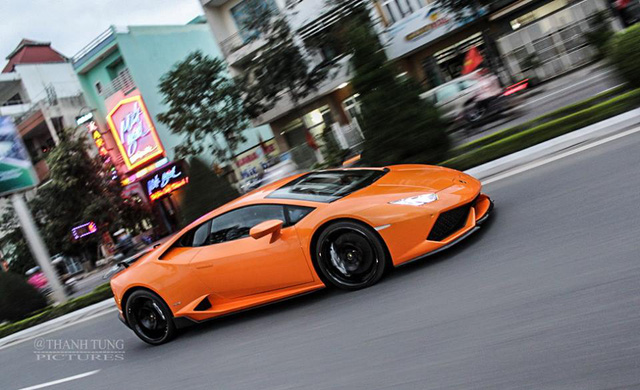 Lamborghini Huracan có 3 chế độ vận hành, bao gồm Strada (bình thường), Sport (thể thao) và Corsa (đua). Tuy nhiên, với giao thông nghẹt thở tại Việt Nam, chủ nhân rất hiếm có cơ hội thưởng thức 2 chế độ thế thao và đua một cách đúng nghĩa.