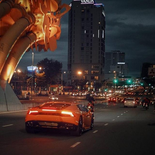 Lamborghini Huracan LP 610-4 sở hữu động cơ V10, dung tích 5,2 lít, sản sinh công suất tối đa 610 mã lực tại vòng tua máy 8.250 vòng/phút và mô-men xoắn cực đại 560 Nm tại vòng tua máy 6.500 vòng/phút. Siêu bò mất 3,2 giây để tăng tốc từ 0-100 km/h trước khi đạt vận tốc tối đa 325 km/h. Mức tiêu thụ nhiên liệu của xe trung bình là 12,5 lít/100 km.