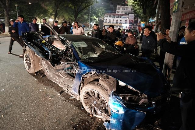 BMW i8 tan nát trong vụ tai nạn lần 2 vào rạng sáng ngày 05/02.