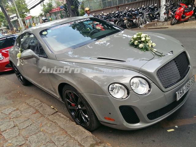 Ngoài Bentley Continental GT được lên đời, trong đoàn xe còn có sự xuất hiện của một chiếc Supersports nguyên bản mang biển số Hải Phòng. Tại thị trường Việt Nam, chỉ có khoảng 5 chiếc Bentley Continental Supersports được đưa về nước. Trong đó, 4 chiếc thuộc phiên bản Coupe và một thuộc phiên bản mui trần.