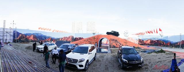 Đây là lần đầu tiên khách hàng Việt Nam có thể chiêm ngưỡng trọn bộ sưu tập từ GLA đến GLS, bao gồm 14 phiên bản SUV với tổng giá trị hơn 60 tỷ đồng.