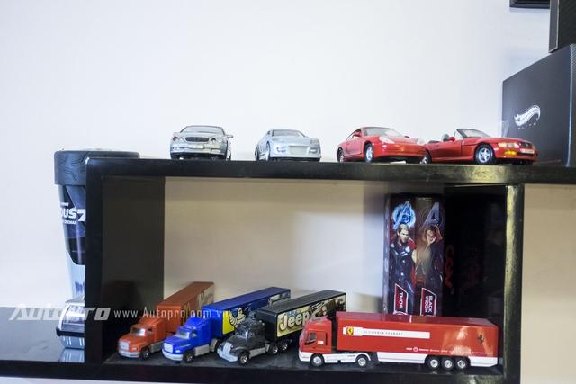 Những chiếc xe mô hình container có tuổi đời ngang ngửa chủ nhân bộ sưu tập.