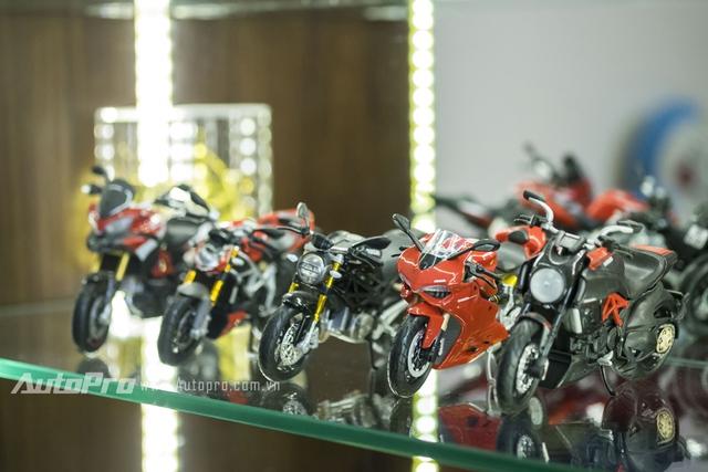 Dàn xe mô hình Ducati cũng được trân trọng một tầng trong bộ sưu tập.