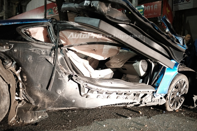 Hệ thống túi khí đã cứu mạng của người ngồi trong xe.