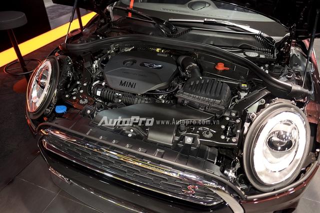 Tại Việt Nam, Mini Clubman 2016 được phân phối với 2 phiên bản là Clubman và Clubman S. Trong đó, Mini Clubman sở hữu động cơ 3 xy-lanh, TwinPower Turbo, dung tích 1,5 lít, tạo ra công suất tối đa 136 mã lực đi kèm với hộp số tự động 6 cấp. Phiên bản cao cấp hơn là MINI Clubman S sử dụng động cơ 4 xy-lanh, dung tích 2 lít có công suất tối đa 192 mã lực đi kèm với hộp số tự động 8 cấp.