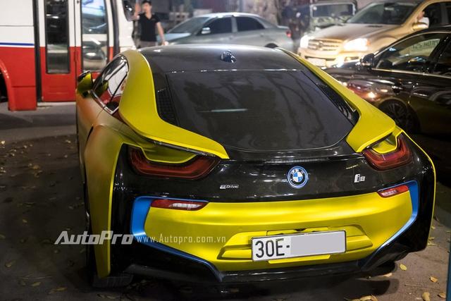 Theo BMW, thời gian để nạp đầy cụm pin lithium-ion trên i8 rơi vào khoảng 3 tiếng đối với nguồn điện thông thường. Nếu sử dụng sạc nhanh BMW I Wallbox , thời gian nạp điện cho pin của i8 giảm xuống chỉ còn 2 tiếng đồng hồ.