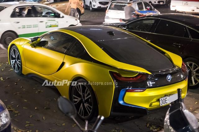 BMW i8 được trang bị hệ dẫn động hybrid, bao gồm máy xăng 3 xy-lanh, TwinPower Turbo, dung tích 1,5 lít, sản sinh công suất tối đa 231 mã lực và mô-men xoắn cực đại 320 Nm. Động cơ kết hợp với mô-tơ điện cho công suất tối đa 131 mã lực và mô-men xoắn 250 Nm. Tổng cộng, BMW i8 sở hữu công suất 362 mã lực và mô-men xoắn cực đại 570 Nm.