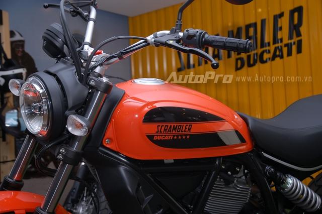 Ducati Scrambler Sixty2 được xem như phiên bản hiệu suất thấp hơn của Scrambler. Cảm hứng để thiết kế Ducati Scrambler Sixty2 đến từ văn hóa đường phố của giới trẻ với những tấm ván trượt, ẩm thực và nhạc pop vào thập niên 60. Đây cũng là năm mà cái tên Scrambler ra đời, tạo nên cơn sốt tại Mỹ.
