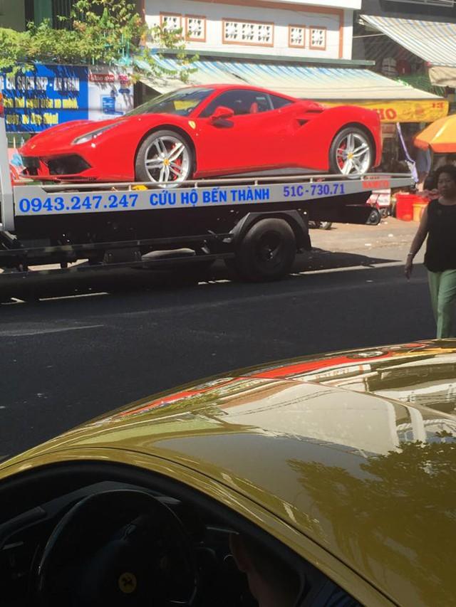 Siêu xe Ferrari 458 Italia màu vàng chào đón người em 488 GTB trước khi chia tay nữ đại gia. Ảnh: Thúy Nguyễn