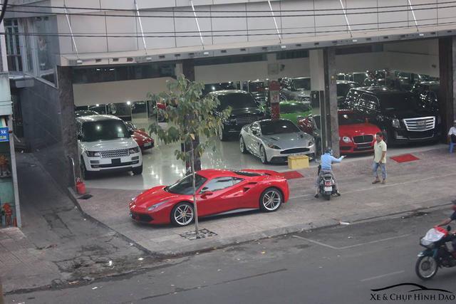 Theo giới thạo tin, siêu xe Ferrari 488 GTB có giá trước bạ khoảng từ 13,5 đến 15 tỷ Đồng tại Việt Nam. Ảnh: Xe chụp hình dạo