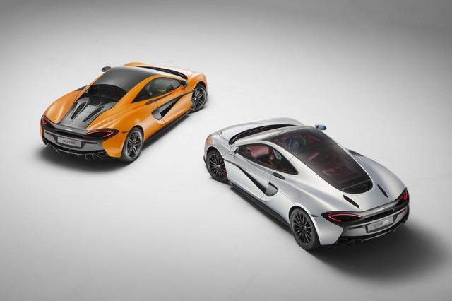 Có lẽ những ngừi khó tính sẽ không thể đồng ý McLaren 570GT là một mẫu xe shooting brake đích thực. Thực tế, McLaeren 570GT là một mẫu xe thể thao với động cơ đặt giữa có phần cốp sau tương đối rộng rãi đi kèm mui kính.