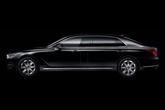 Chiều dài tổng thể của Genesis EQ900L nhỉnh hơn 289,5 mm so với phiên bản tiêu chuẩn. Ngoài ra, Genesis EQ900L còn dài hơn 40,6 mm so với đối thủ Mercedes-Maybach S600.