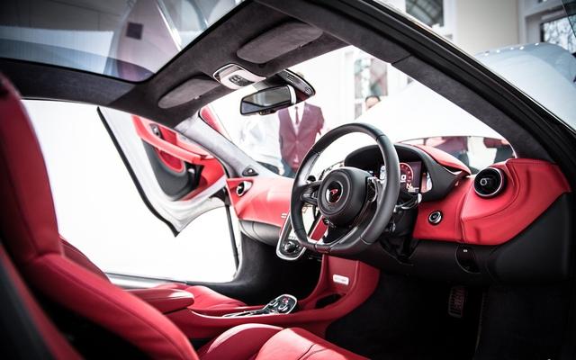 Bên cạnh đó, với da Nappa bọc kín toàn bộ khoang nội thất, 570GT được McLaren gọi là mẫu xe có nội thất sang trọng nhất mà hãng này từng sản xuất.