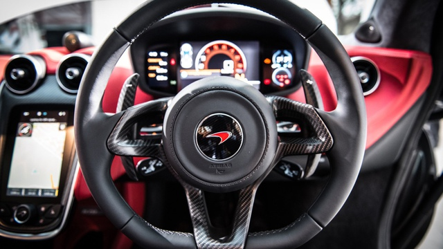 Chẳng có gì quá lời khi hãng xe Anh tuyên bố như thế. Mất tới 188 giờ lao động bằng tay, các kỹ sư và nghệ nhân của McLaren mới hoàn thành một chiếc 570GT.